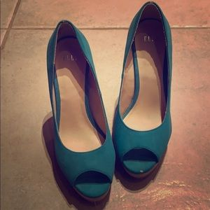 Teal Elle heels never worn. 4 inch heal
